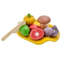Assortiment de légumes en bois à couper